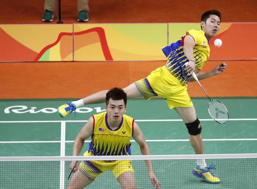 业余羽毛球双打,杀上网也是常见战术